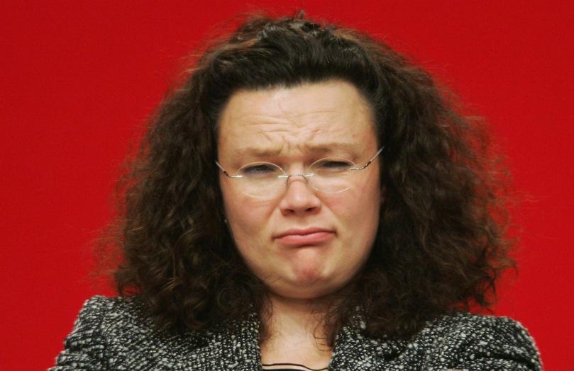 Nicht heulen Dumpfb...., sondern mal das SOZIAL im Parteinamen beherzigen und Gesetze FÜR betroffene Menschen machen!