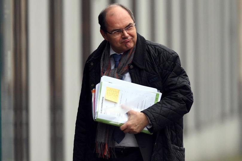 Brisant: Das Dokument, das dem Spiegel vorliegt, beweist, dass die Bundesregierung sich in das Verfahren des EuGH eingeschaltet hat, um zu verhindern, dass die Studien über die gesundheitsschädlichen Auswirkungen von Glyphosat veröffentlicht werden...war das Ja zu weiteren 5 Jahren Vergiftung von Christian Schmidt wirklich ungewollt?  http://www.watergate.tv/2017/12/08/merkel-regierung-will-glyphosat-studien-von-monsanto-geheim-halten/